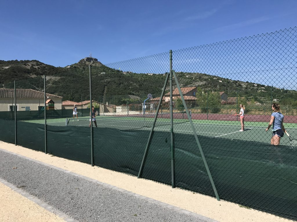 Tennisbanen bij receptie