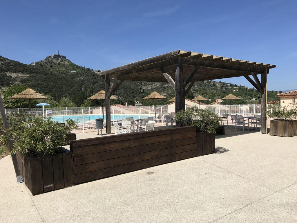 Terras gemeenschappelijk zwembad