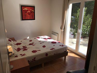 Slaapkamer beneden binnen voorkant