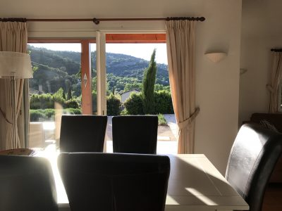 Uitzicht eethoek villa