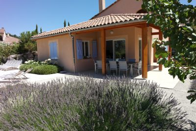 Villa met lavendel